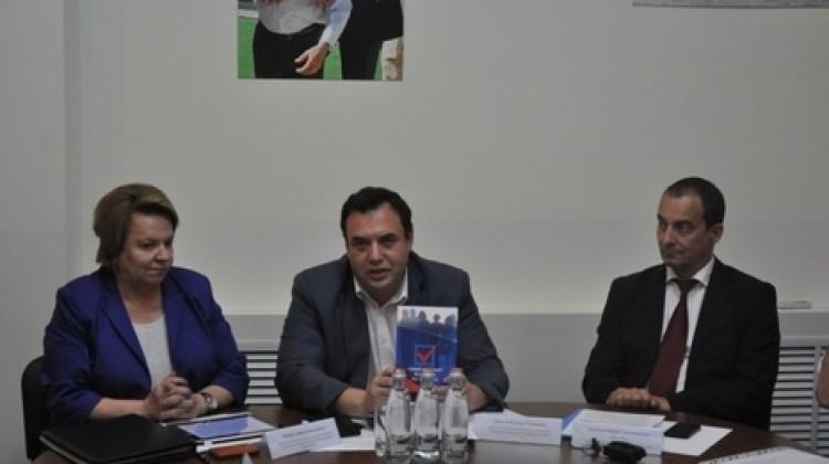 На горячую линию Общественной палаты Краснодарского края по вопросам выборов уже поступило уже более 50 обращений