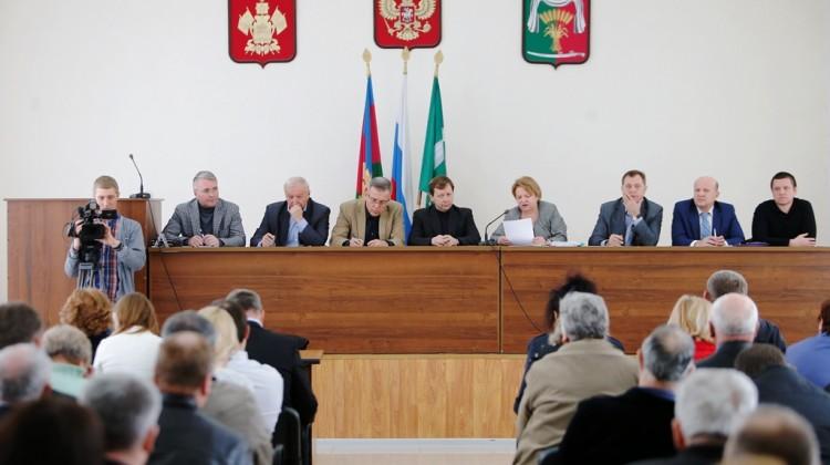 В станице Новопокровской состоялось выездное заседание рабочей группы по вопросам соблюдения прав граждан на использование земель сельхозназначения
