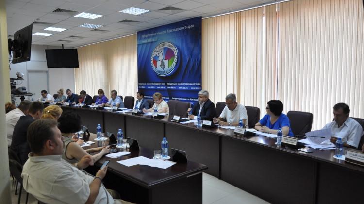 Председатель СПЧ при губернаторе Краснодарского края Андрей Зайцев принял участие в обсуждении развития общественного контроля на Кубани