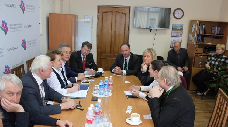 Иностранные наблюдатели посетили краевой Объединённый штаб общественного наблюдения на выборах
