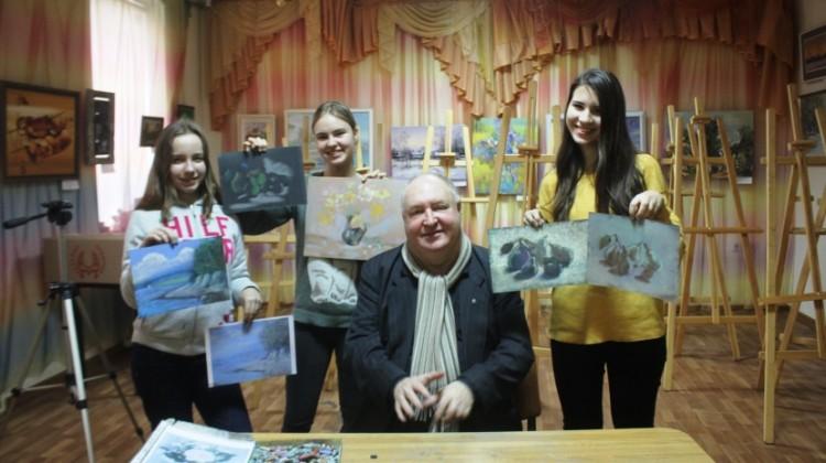 Добровольцы Краснодарского центра имени Николая Котлярова приглашают на свои мастер-классы ребят из социальных групп