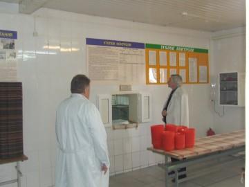 Михаил Джурило осматривает столовую лечебо-исправительного учреждения