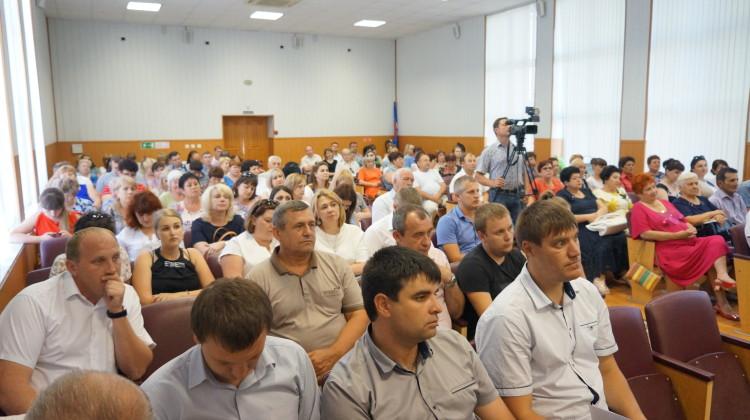 Проблемы Новокубанского района изучили члены Совета при губернаторе Краснодарского края