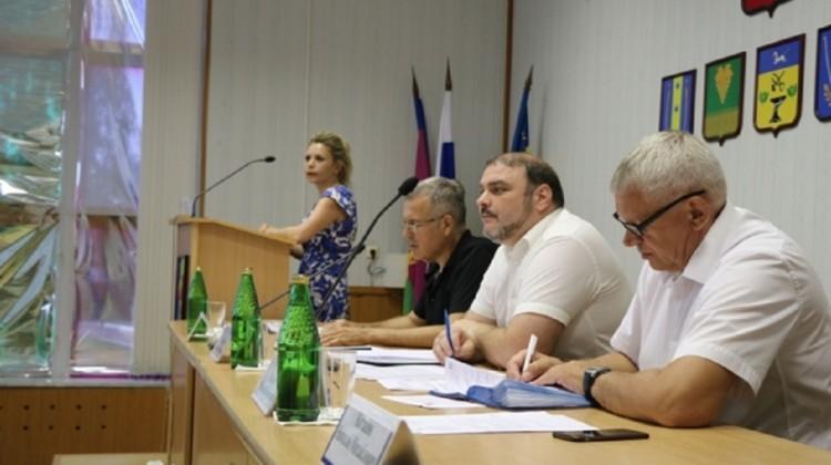 На отсутствие сотовой связи и аптеки пожаловались членам СПЧ в Новокубанском районе Кубани