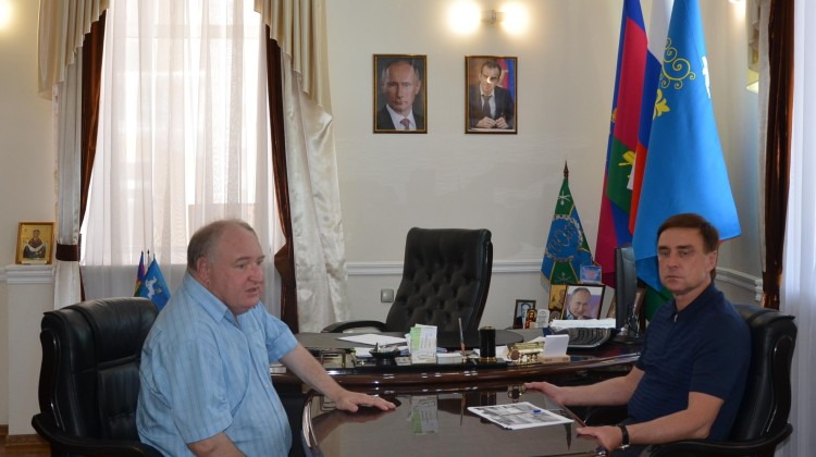 Член Совета Павел Снаксарёв встретился с главой Кавказского района