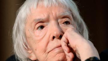 В Москве на 92-м году жизни скончалась старейшая российская правозащитница Людмила Алексеева