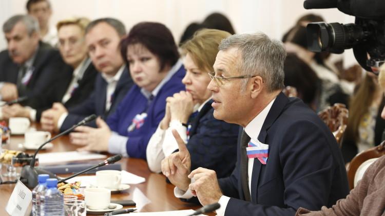 В День Конституции губернатор Кубани пообщался с общественными активистами