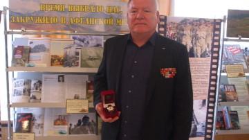 Председатель комиссии Совета по патриотическому воспитанию Сергей Нуреев награжден ценным подарком губернатора