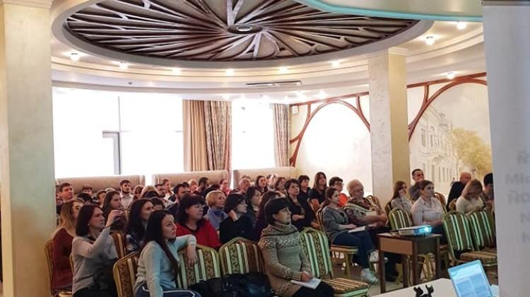 Председатель комиссии по доступной среде Павел Снаксарев выступил перед участниками научно-практической конференции