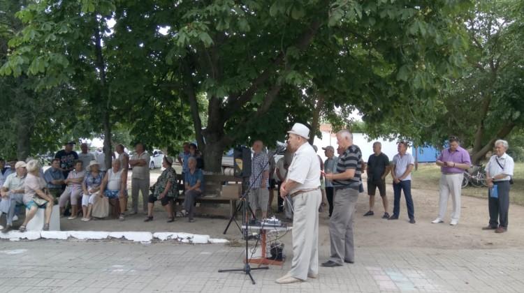 Михаил Трусов посетил митинг в станице Должанской