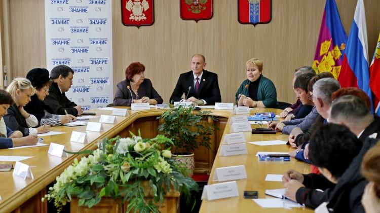 Продолжается обсуждение рекомендаций стратегической сессии Адлерских чтений