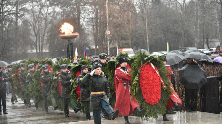 Руководители края и города вместе с общественностью почтили память воинов-освободителей