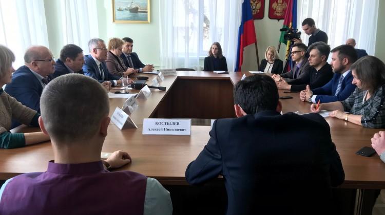 В Краснодаре обсудили поправки в Конституцию