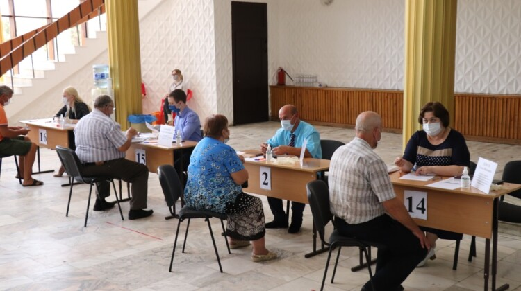 Каневскую посетила мобильная приемная губернатора