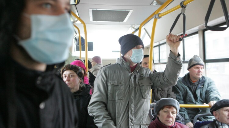 Федеральный Роспотребнадзор с 28 октября вводит дополнительные меры по борьбе с коронавирусом – повсеместный масочный режим