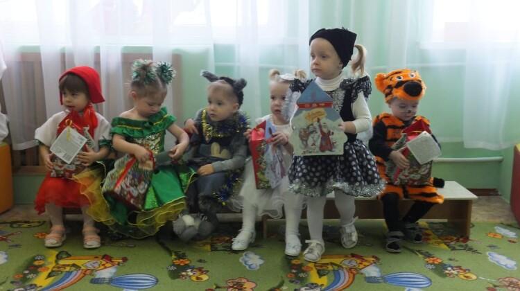 Творить добро. Новогодние подарки детям Кубани