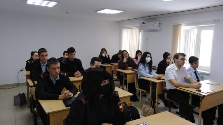 Юрий Сердюк встретился с будущими сотрудниками правоохранительных органов