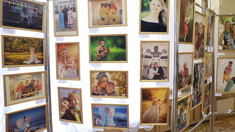 4 марта вг.Новокубанске в рамках бизнес-конференции для женщин «Твоя весна успеха» состоится открытие фотовыставки «Такие мамы»